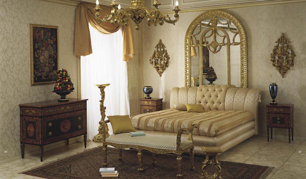 Интерьер бежевой спальни в классическом стиле