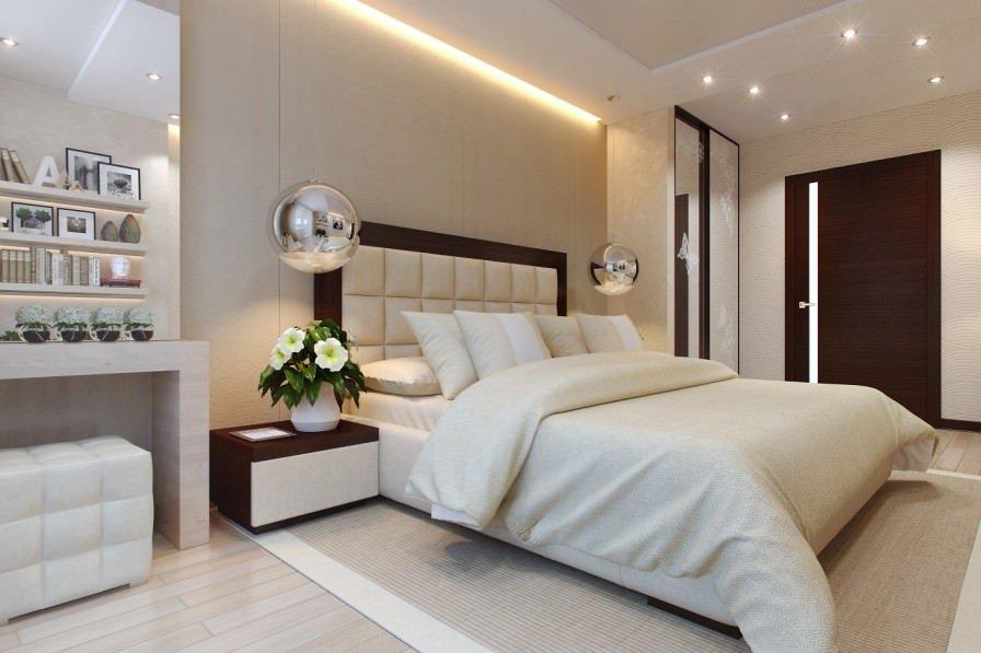 Спальня бежевого цвета со сложным потолком