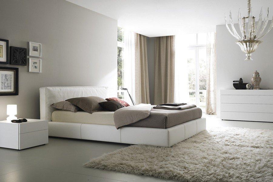 Спальня в сочетании бежевого и серого цветов