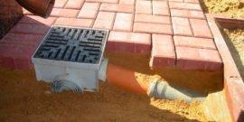 Как своими руками сделать дренаж участка на глинистой почве: особенности и советы
