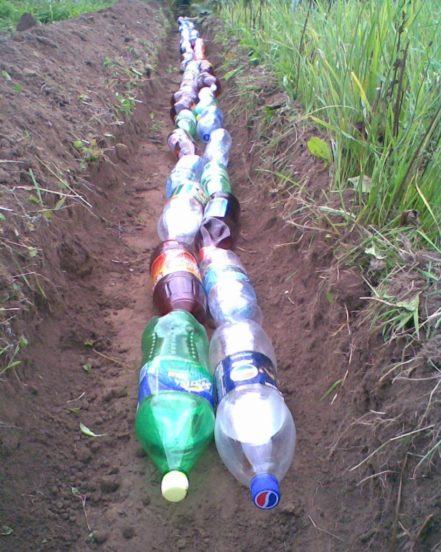 Дренаж из завинченных пластиковых бутылок
