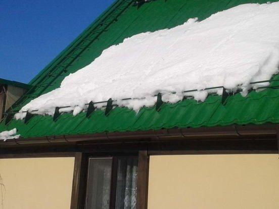 Снегозадержатели: назначение и основные функции фото