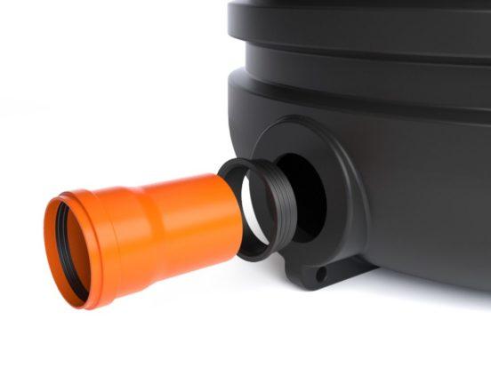 Соединение трубы и дренажного колодца