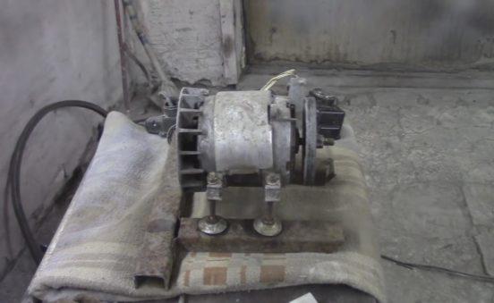 Двигатель вибростола