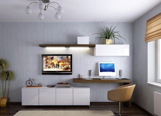 Компьютерный стол в гостиной