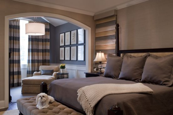Спальня-гостиная с разным типом освещения зон