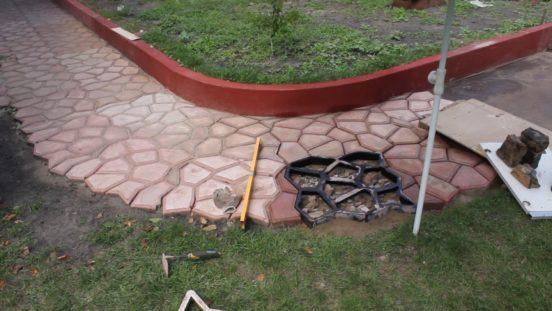 Садовая дорожка с формой для заливки
