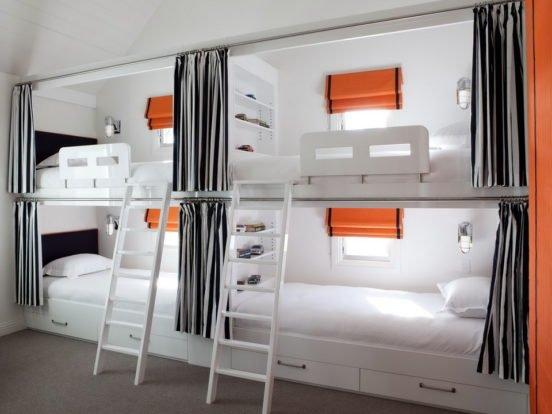 Спальные места в комнате для 4 детей