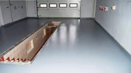 Монтаж финишного слоя пола в гараже