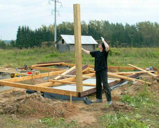 Установка угловых стоек каркасной конструкции