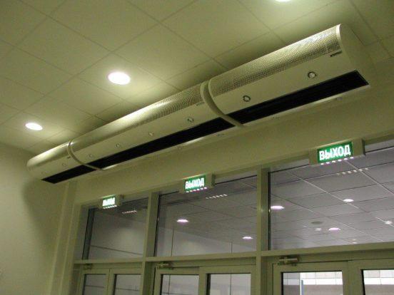 Тепловые завесы над дверью