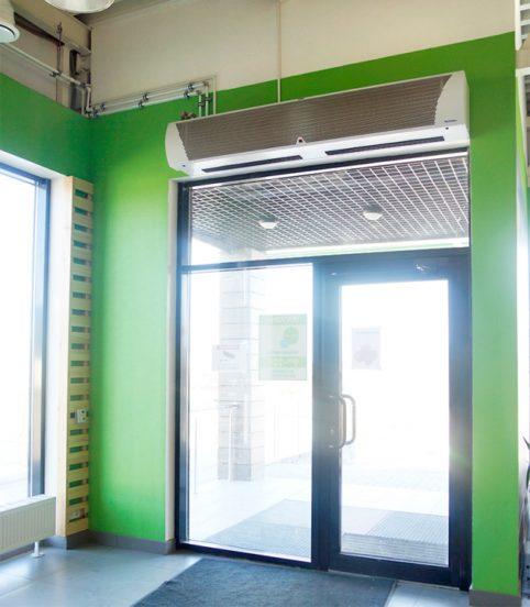 Тепловая завеса над входной дверью