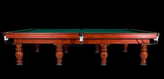 Бильярдный стол крупным планом
