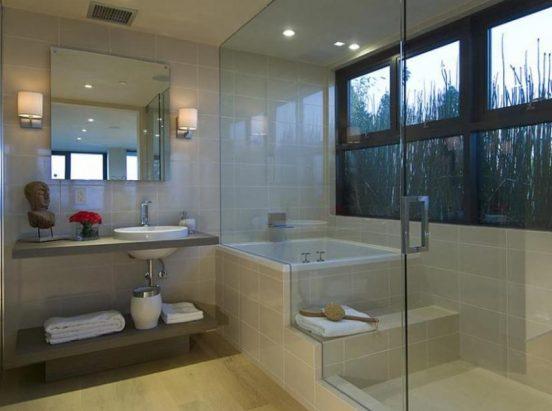 Одна из ванных комнат для гостей