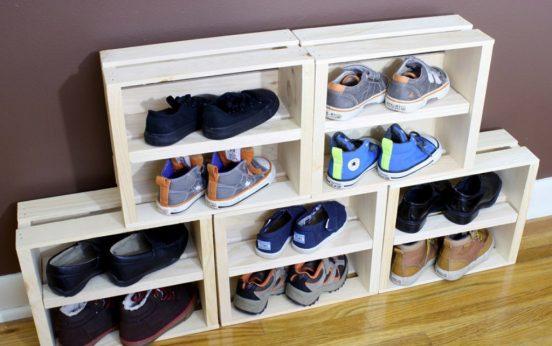 Полка для обуви из деревянных ящиков