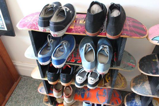 полка для обуви своими руками из старых скейтов
