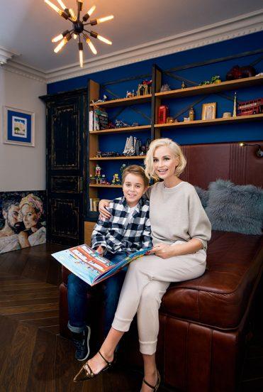 Полина Гагарина с сыном в его комнате