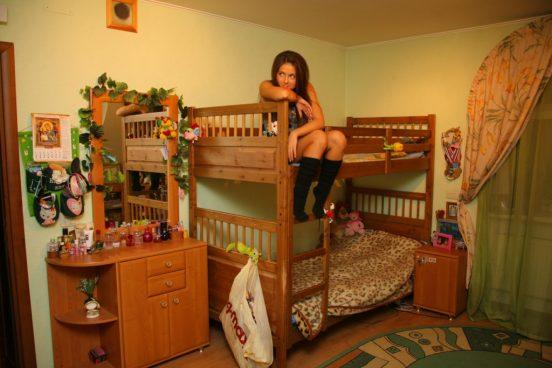 Общая спальня нюши с сестрой