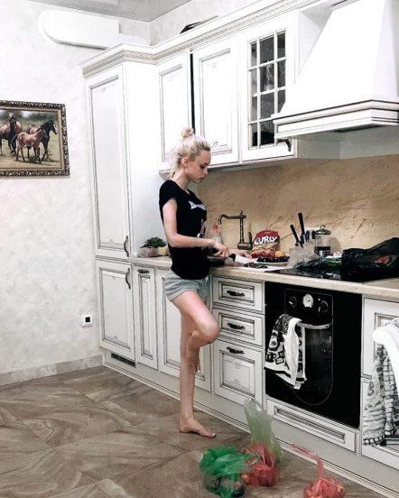 Шурыгина в своей квартире