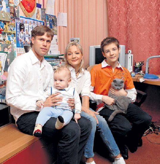 Татьяна Буланова с семьёй в своей квартире