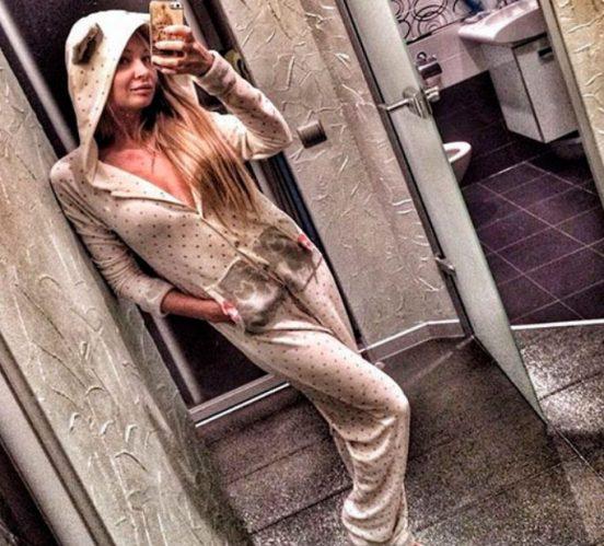 Дарья Пынзарь дома в пижаме
