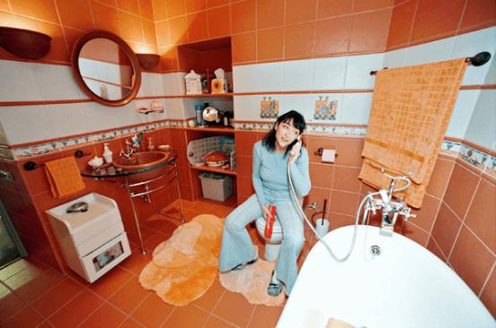 лолита в ванной комнате своей квартиры