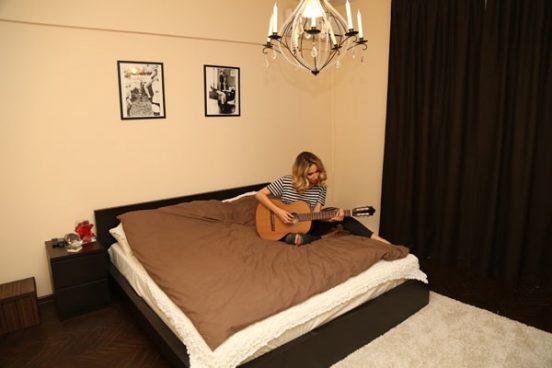 Светлана Лобода на кровати
