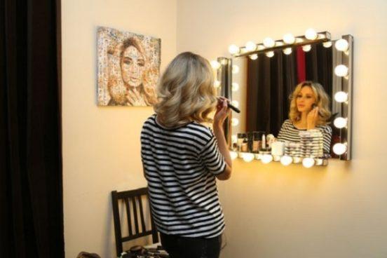 Светлана Лобода перед зеркалом
