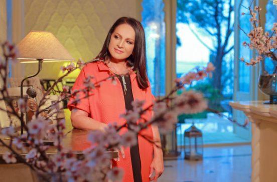 София Ротару у себя дома
