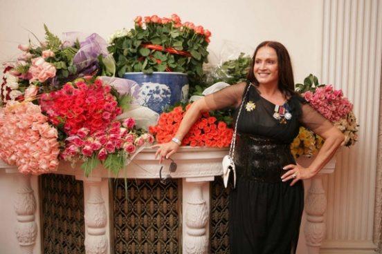 София Ротару и много цветов