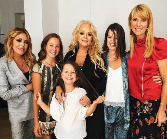 Лариса Долина с друзьями и родственниками