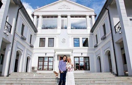 Кристина Орбакайте с семьёй на даче Аллы Пугачёвой