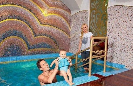 Кристина Орбакайте с семьёй