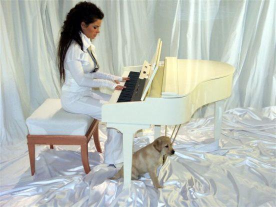 Наташа Королёва за роялем