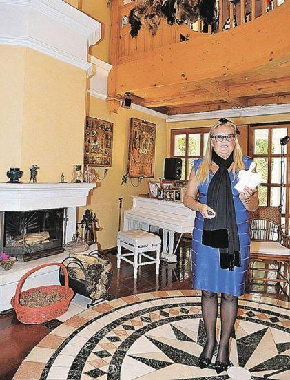 Супруга Никиты Михалкова в своём доме