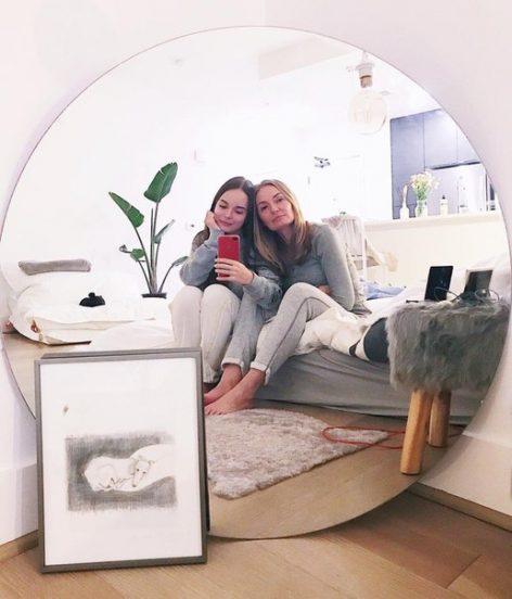 Саша Спилберг с мамой