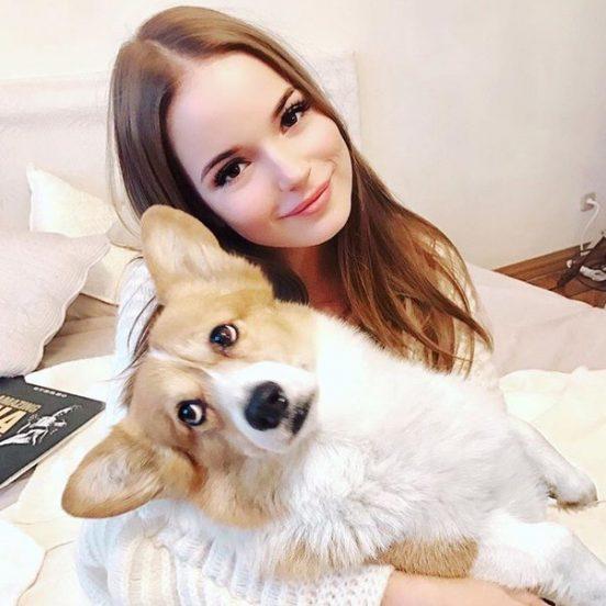 Саша Спилберг с собакой