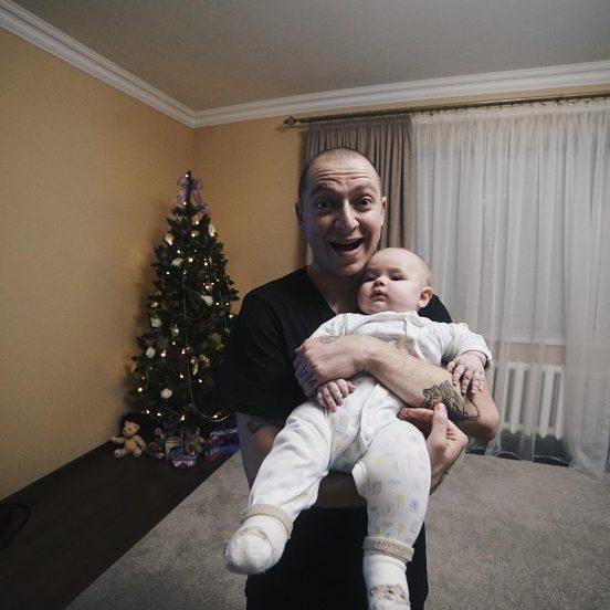 Оксимирон с маленьким ребёнком