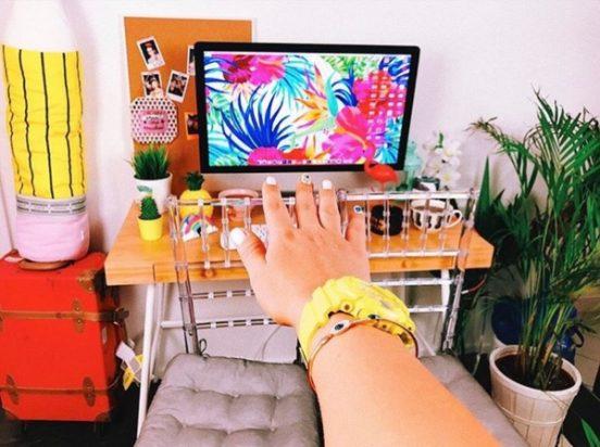 Компьютер Марьяны Ро в её комнате