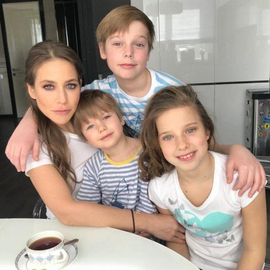 Юлия Барановская и дети