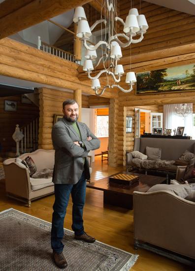 Михаил Пореченков в гостиной
