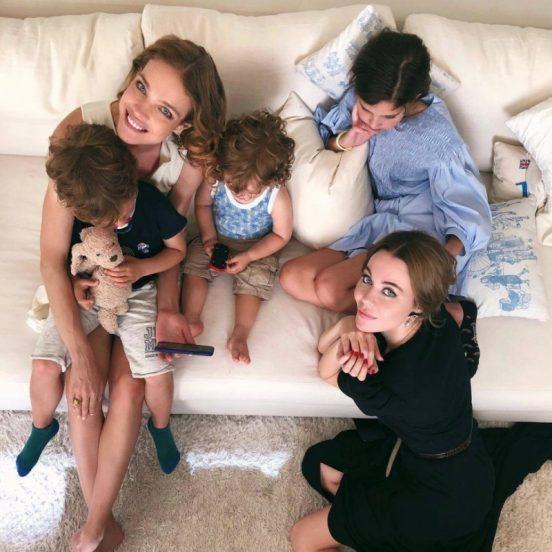 Наталья Водянова с семьёй