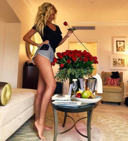 Фото Виктории Лопырёвой в её квартире