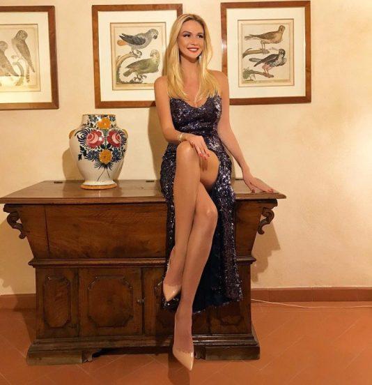Виктория Лопырёва в вечернем платье
