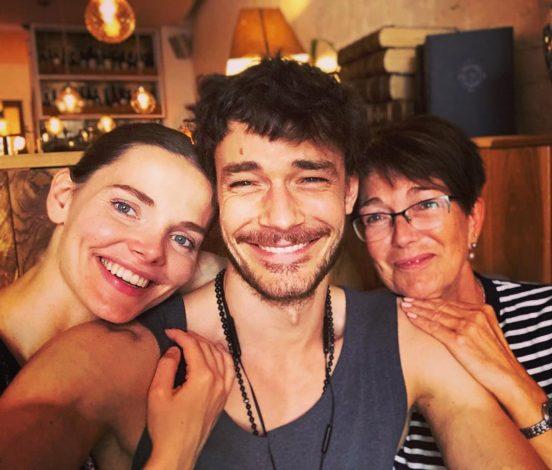 Елизавета с мужем Максимом и его матерью