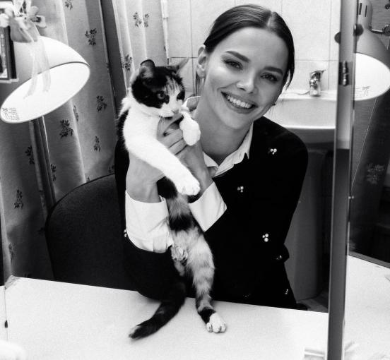 Лиза с кошкой