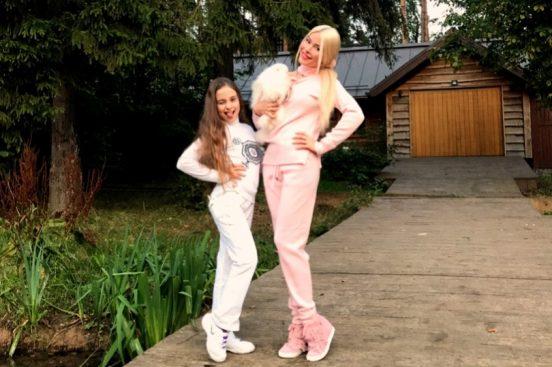 Алёны Кравец, её дочь и собака