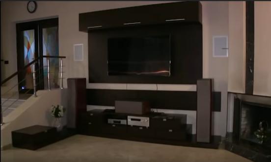 Телевизор и аудиосистема в интерьере