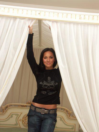 Певица Алсу в своём доме