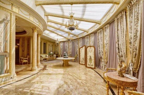 Полукруглая комната в классическом стиле в доме Алсу